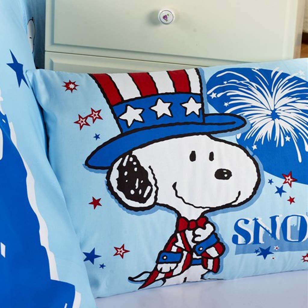 Snoopy Pillow And Throw Set : snoopy bedding
