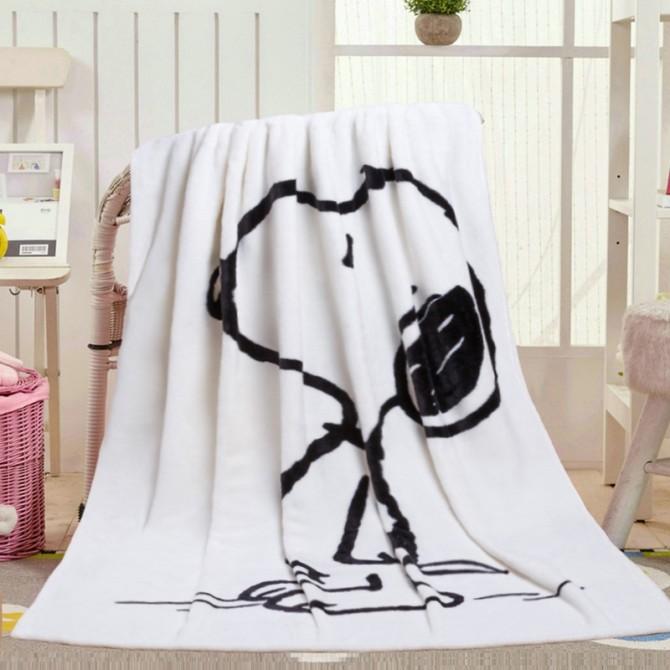 Peanuts Gang Snoopy Velvet Throw