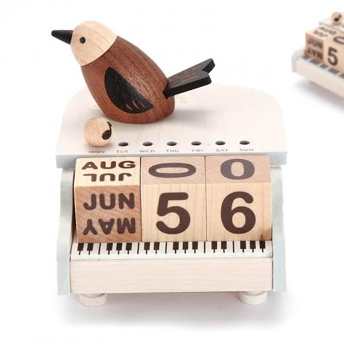 Cute Bird on Piano Perpetual Calendar, Wooden Block Music Box