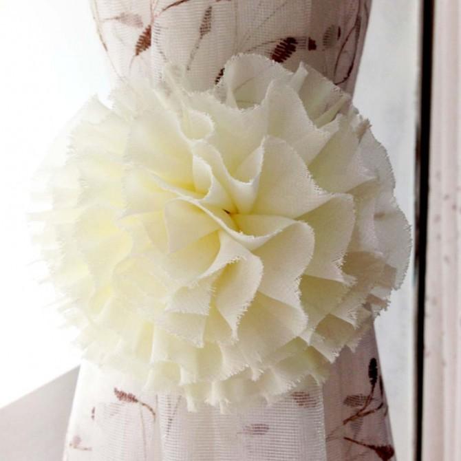 Cream Flower Magnetic Curtain Holdbacks