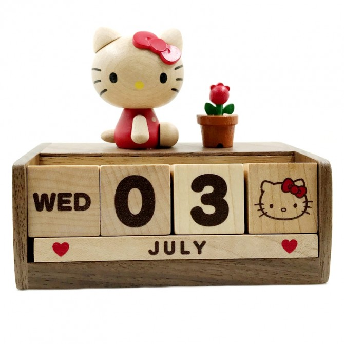 Cute Hello Kitty Perpetual Calendar, Wooden Block Daily Calendar Home and Office Decor