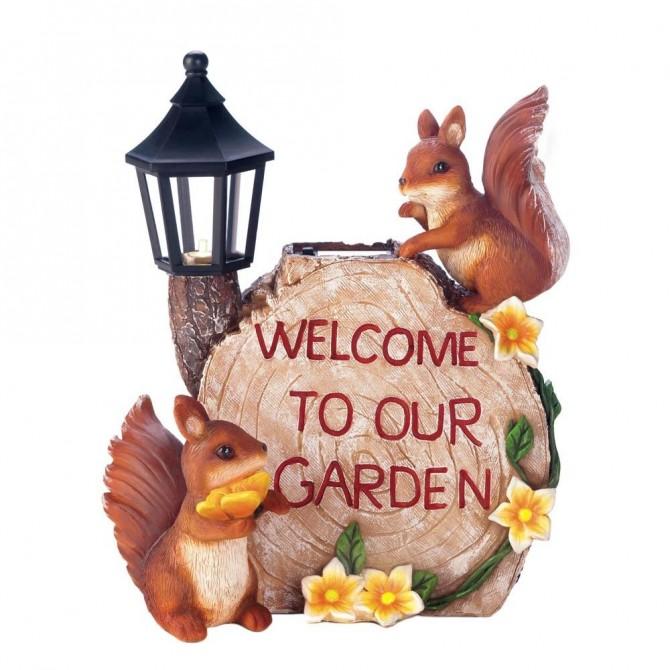 Garden Squirrels Statue with Solar Lantern Light