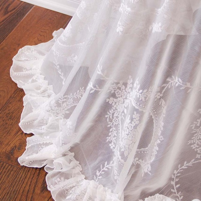 Venetian Lace Ruffle Tablecloth