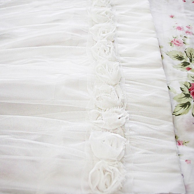 White Simply Elegant Rose Lace Panel