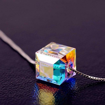 Fashion Sparkling Star Cube Necklace