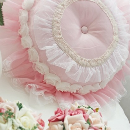 Princess White Rose Round Pillow