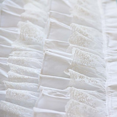 White Waterfall Ruffle Bed Runner Throw
