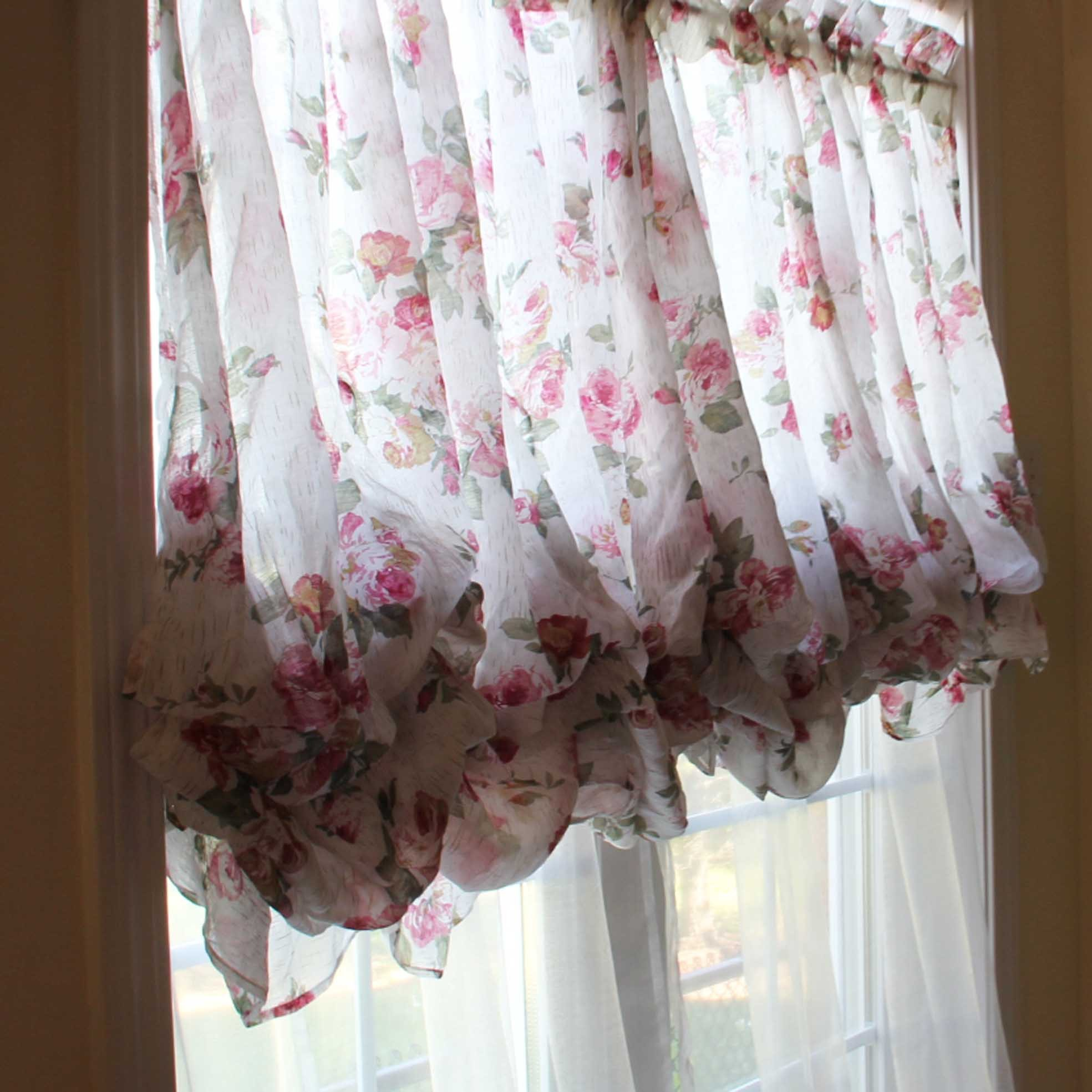 Rose Balloon Curtain