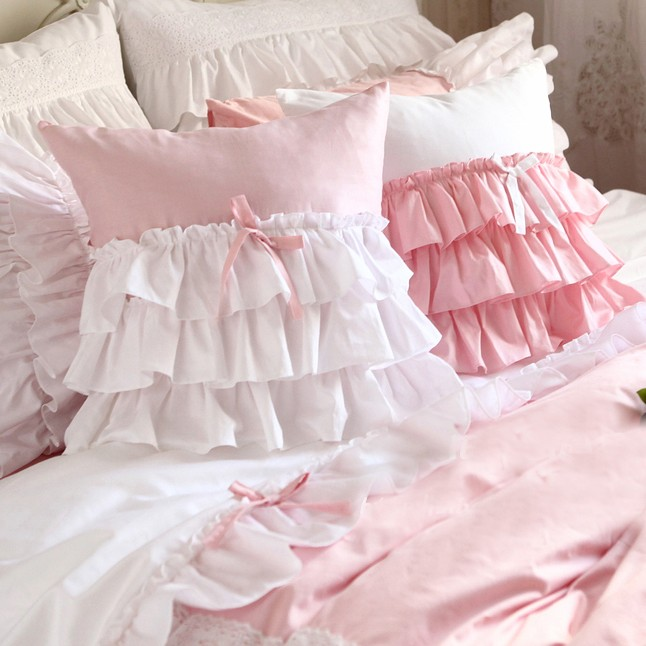 30 Creative And Trendy Shabby Chic Kids Rooms: Ruffle Pillow